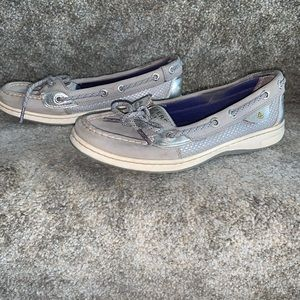 Sperry Top Sider Anglefish boat shoe. Silver/grey